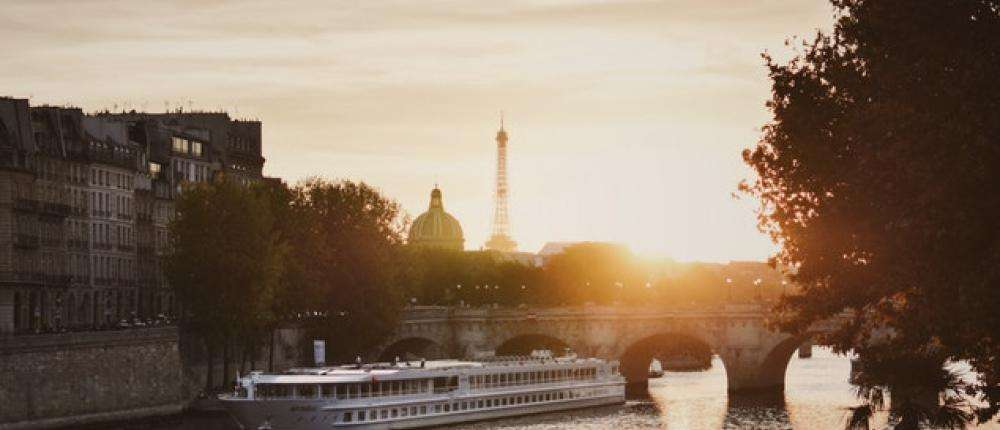 Celebrate Valentine's Day with a cruise on the Seine